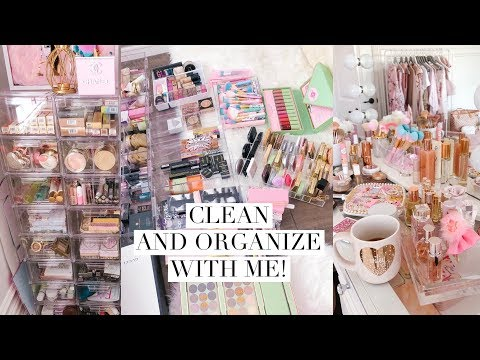 CLEAN WITH ME FOR 30 MINUTES! ORGANIZING MY MAKEUP ROOM!?